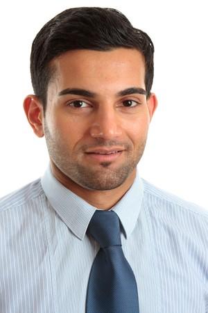 hombre arabe: Un hombre de negocios sonriente u otro ocupaci�n profesional. Bacckground blanco.