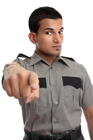 Ein Wachmann, Gefängnisbeamten oder andere ähnlich gekleidet Besatzung. Der Mensch ist zeigte mit dem Finger