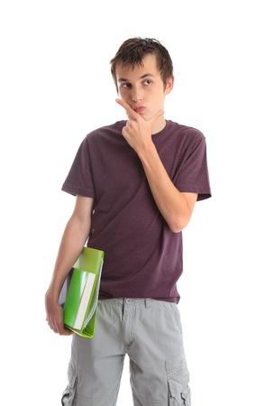 Student, der Bücher trägt in ein Denken, Grübeln, deliberative Meinungs-und Blick von der Seite. Weißer Hintergrund.