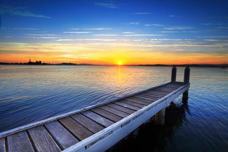 serenata: Sol poniente me serenata como me siento y te admiro por otro d�a .... Belmont, en el Lago Macquarie en un fin de tarde de verano perezoso.