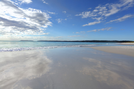 strand australie: Beautiful beach and cloud reflections, Jervis Bay, Australia.  Beach b ackground