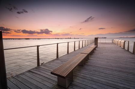 botanika: Západ slunce nad Botany Bay ze dřeva mola.