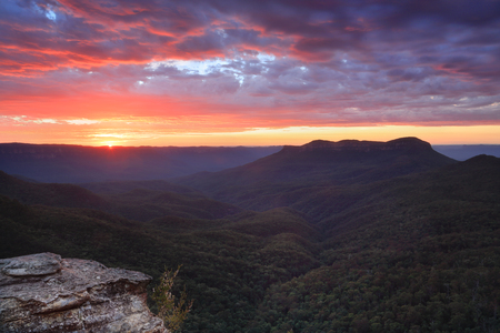 bushwalk: Spectacular sunriwse with views across the magnificent Jamison Valley to Mount Solitary, Blue Mountains Australia
