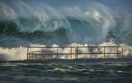 Ocean pool closed in a large swell along the coast of eastern Australia Stock Photo - 103246350