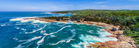 Panoramic views of Wasp Head and the southern most part of the Sydney basin sandstone. The area shows evidence of glacial weathering from a glacial to non glacial period like dropstones and conglomerate rock as it emerged from its ice age Banque d'images