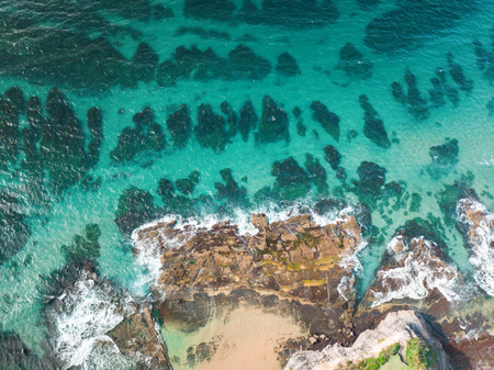 Beautiful reef crystal clear water and interesting rock features and patterns. Australia Banque d'images