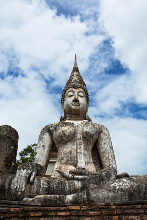 仏陀イメージ丁重に従事していた置かれたスコータイのワット寺院 Trapang Ngoen と呼ばれる古代寺院。寺は今世界遺産スコータイ歴史公園の一部です