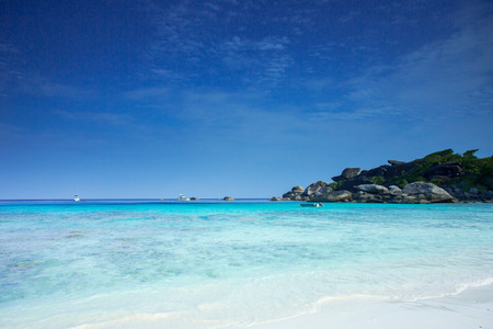 Similans, are a group of nine islands in the Andaman sea of southern Thailand. The Similans are famous in distinctive blue colored water and very fine sand. Standard-Bild