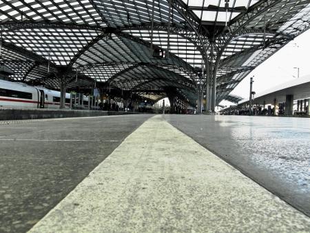 Froschperpektive platform Köln Hbf