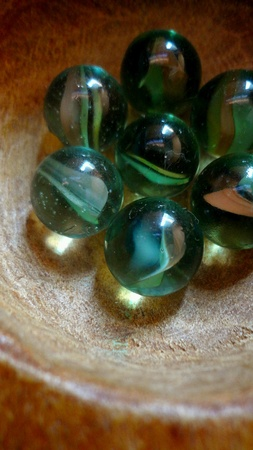 malaysia culture: Glass Marbles Congkak