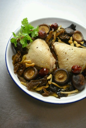cloud ear fungus: Chicken Steamed with Golden Lily Buds, Shiitake Mushrooms and Cloud Ear Black Fungus