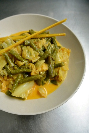 long bean: Malaysian Food Mild Vegetable Curry Cabbage Long Beans Snake Beans