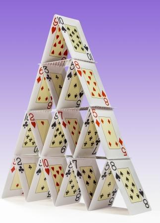 Niedrig-Winkel Ansicht der ein Kartenhaus