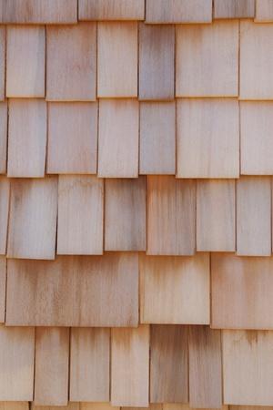 cedar shakes: exterior pared hecha de cedro. Foto de archivo