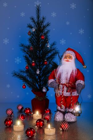 Santa Claus and Christmas Tree on a dark blue background with snowflakes. Stock fotó - 133572657