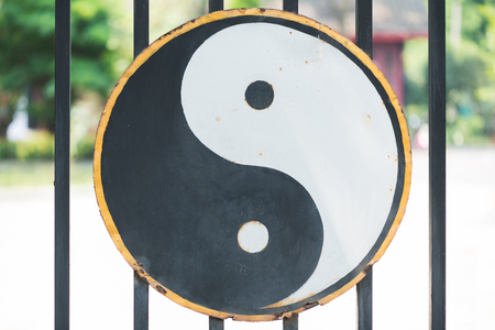 Ying and Yang symbol hang on the gate of a Taoist temple in Chengdu, China Stok Fotoğraf