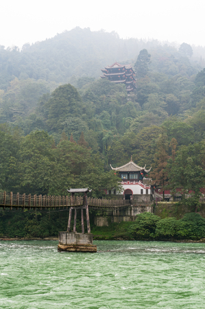 conservacion del agua: Bridge and temple in the haze in the Dujiangyan mountain