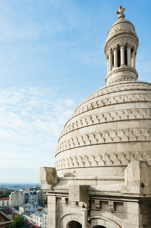sacre coeur: Vue extérieure du dôme Sacre-Coeur à Paris