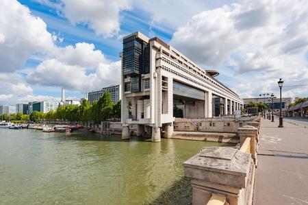 ベルシー晴れた日にパリで財務省 写真素材
