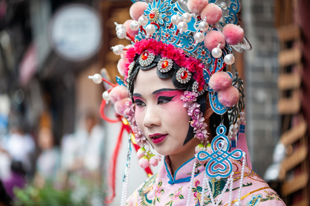 Woman with chinese opera traditional dress and make-up Éditoriale
