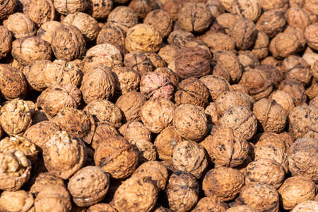 Heap of walnuts on a market stall in Chengdu, Sichuan province, China Banque d'images