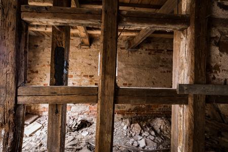 오래된 반 목조 주택
