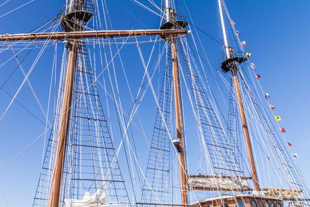 poleas: Los m�stiles y cuerdas de aparejo de un buque de altura