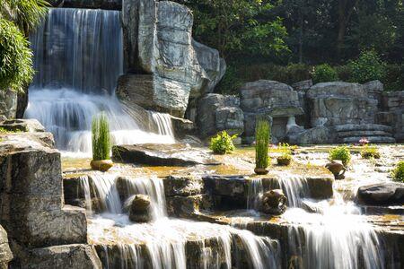 The small waterfalls in the Bonsai Garden at Fairylake Botanical Garden 版權商用圖片