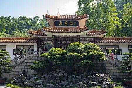 Shenzhen, China. Oct, 2019. Main entrance of Bonsai Garden at Fairylake Botanical Garden, or Xianhu Botanical Garden located at Luohu District, Shenzhen, Guangdong, China. 新聞圖片