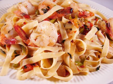Fettuccine noodles with prawns Stock Photo - 6274967