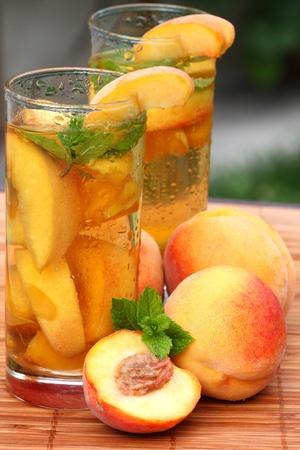 té helado: Vaso de té afrutado de hielo perfecto para el verano caliente