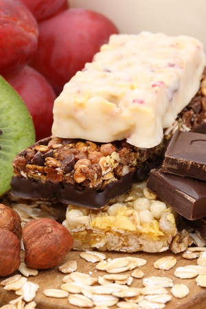Cereal bars with grapes, kiwi and nuts