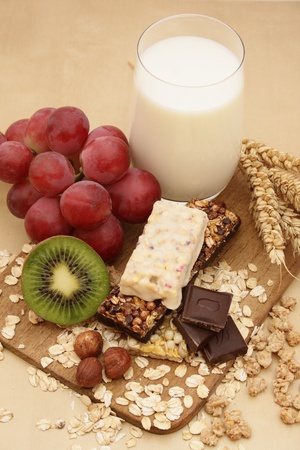 Cereal bars with grapes, kiwi, milk and nuts