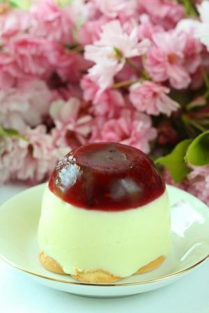Vanilla pudding strawberries photo