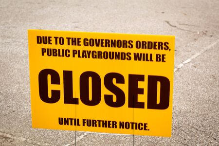 Public park closure sign posted in Ohio due to the Ohio Republican Governor orders given for a Statewide quarantine for corona virus risks 版權商用圖片