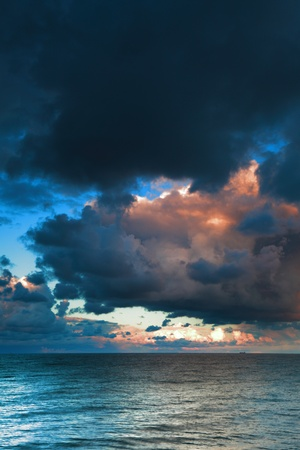 sea sky, storm, tempest, sky clouded over Stock Photo - 8826834