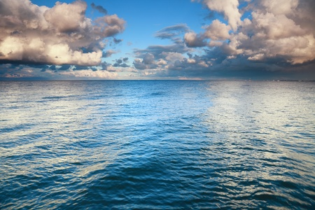 zee lucht, storm, storm, lucht betrok meer dan