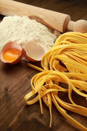 karbonhidrat: Fresh pasta with egg and flour