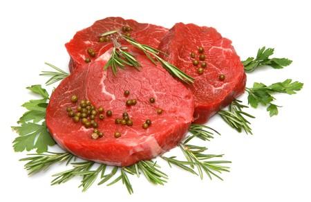 steak cru: steak de b?uf frais et raw