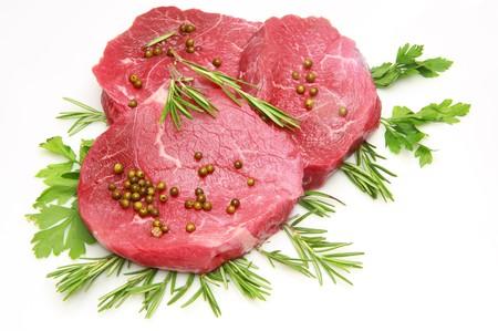 steak cru: steak de b?uf frais et cru