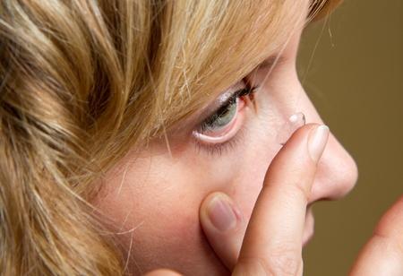 contact lenses: lentes de contacto