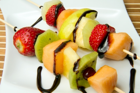 fruit skewers: kebab de fruta