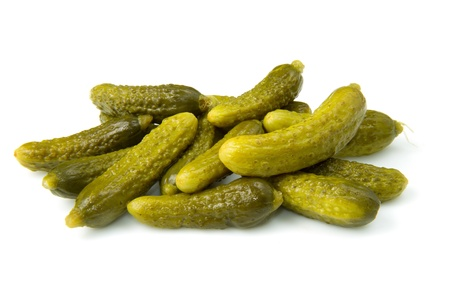 encurtidos: Pickles pepino aislada sobre fondo blanco  Foto de archivo
