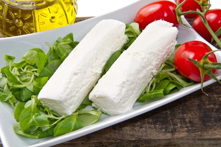 rennet: goat cheese with fresh salad and tomatoes