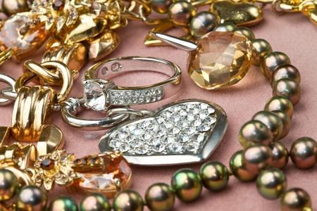 fashion jewelry: Mixed yellow and white  gold jewelry