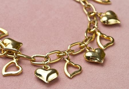 Nice golden bracelet in heart shape 版權商用圖片