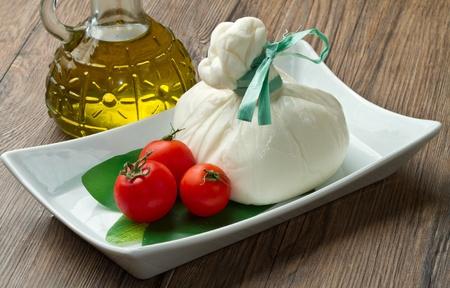 fromage � p�te molle remplie de beurre