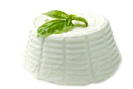 ricotta cheese: fresh ricotta with basil leaf