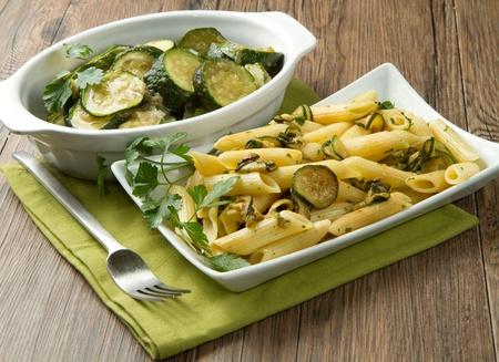 calabacin: pasta con calabacín fresco y perejil