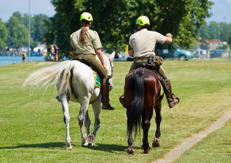 yegua: oficial de policía a caballo en el Parque